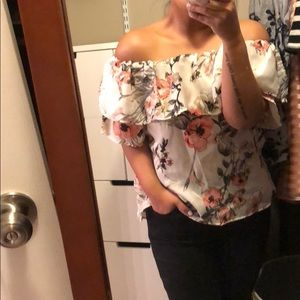 Tops - NWT Off the Shoulder Pretty Spring Floral Top 